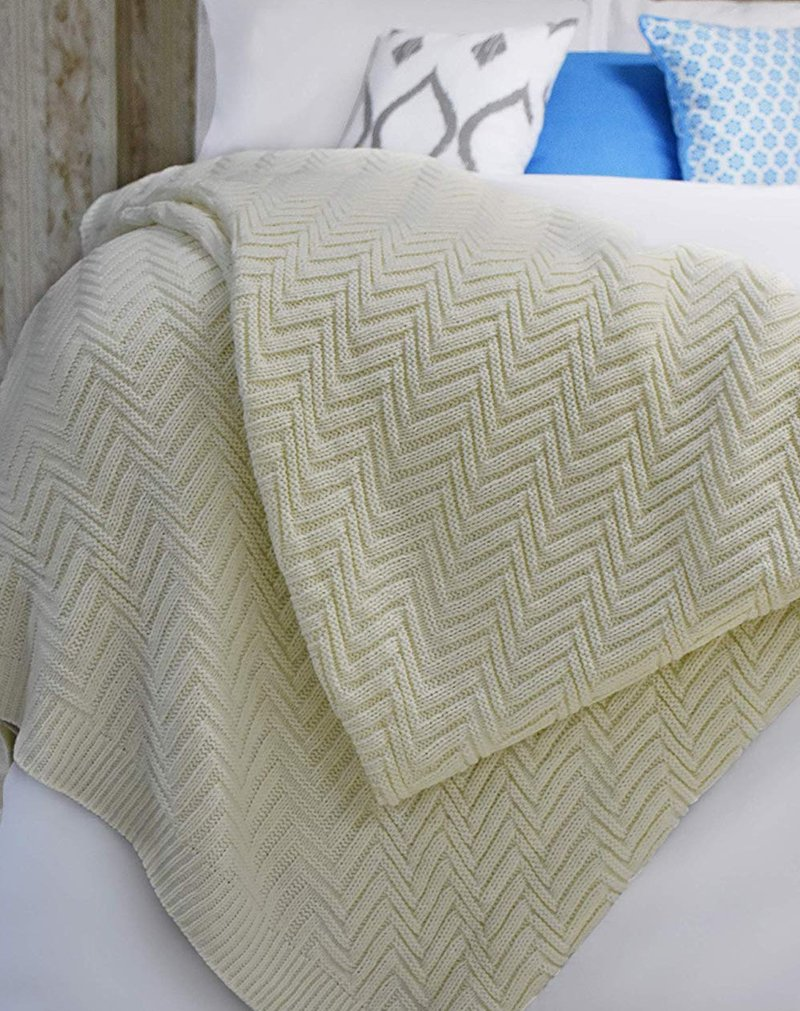 400 GSM Chevron Plush, Durable and Washable Blanket